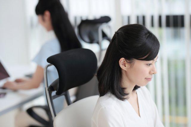 一般事務への転職を果たし働く女性