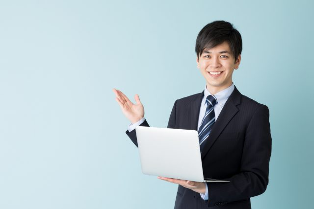 社内seのオススメ転職情報を紹介する男性