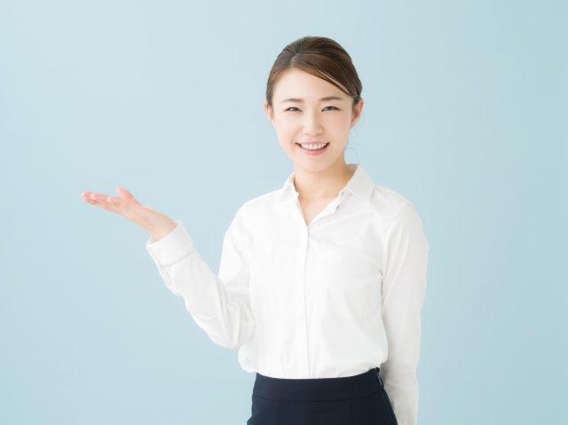 品質管理のオススメ求人サイトを紹介する女性