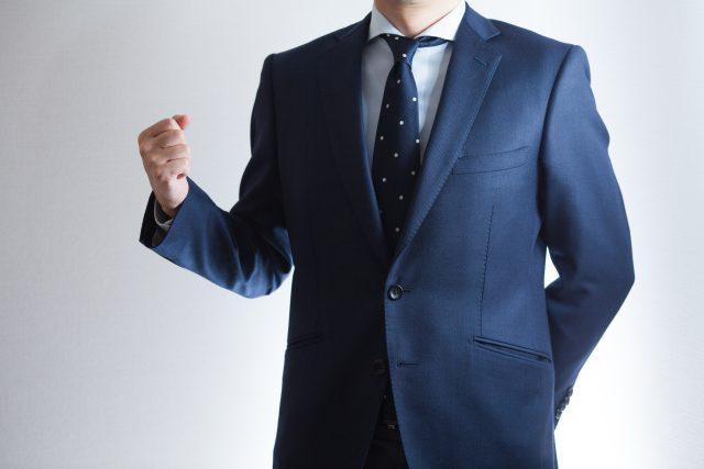 人事転職へのアドバイスをする男性