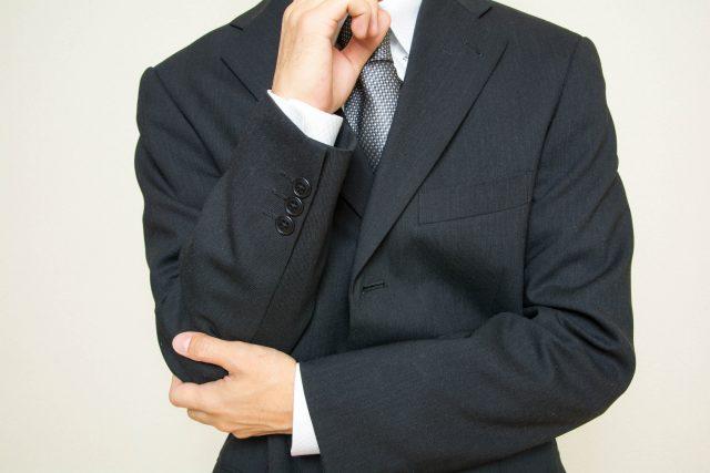 社内seの転職事情について考える男性