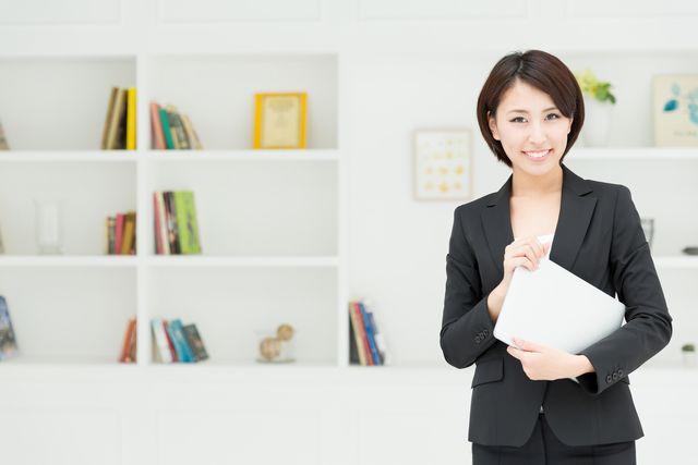 秘書として働く女性