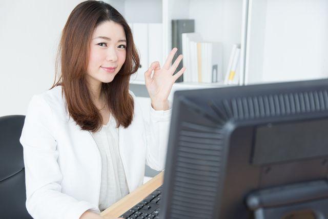 事務への転職方法を紹介する40代女性