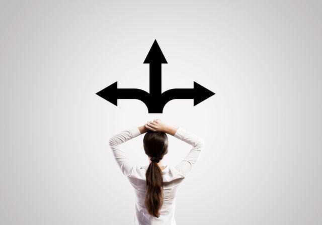 3つの選択肢に悩む40代女性