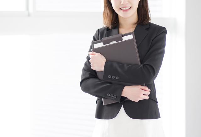 転職準備をする女性