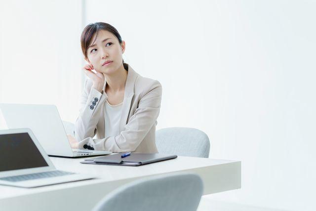 事務への転職に悩む40代女性