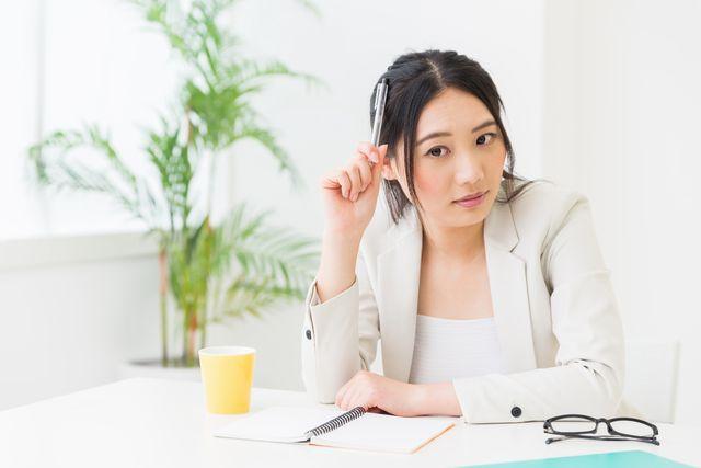 薬剤師転職の条件に悩む女性
