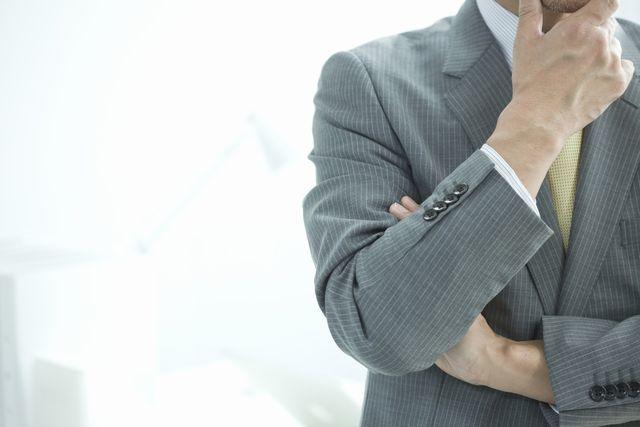 職務経歴書を書き始める前に悩む中高年男性