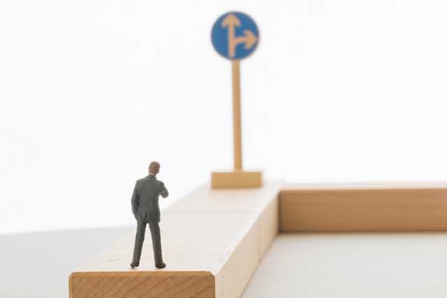 商社営業への転職の道を探す人