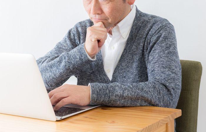 転職に思い悩む50代男性