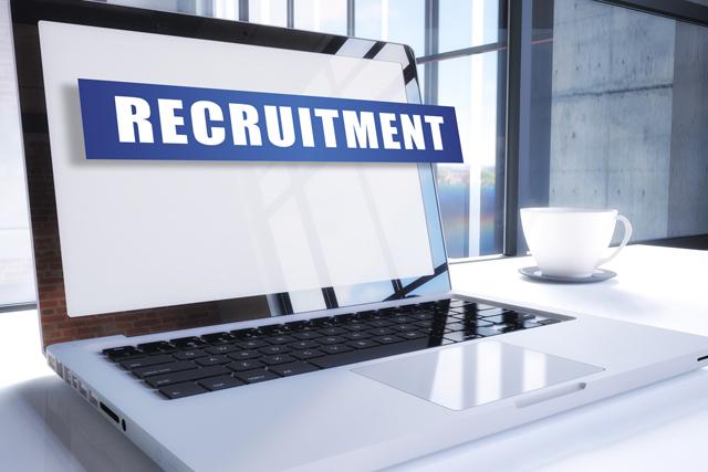 求人サイトで転職を探しているパソコン