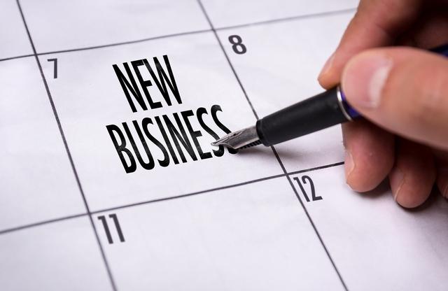 具体的な起業計画を立てる40代