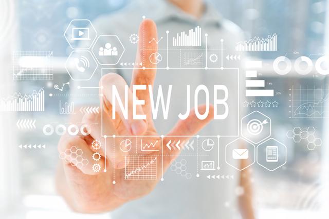 新しい仕事を探す女性