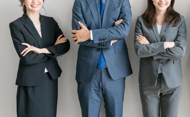 転職を探す女性たち