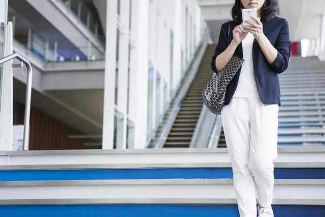 着実に求人探しをすすめる30代女性