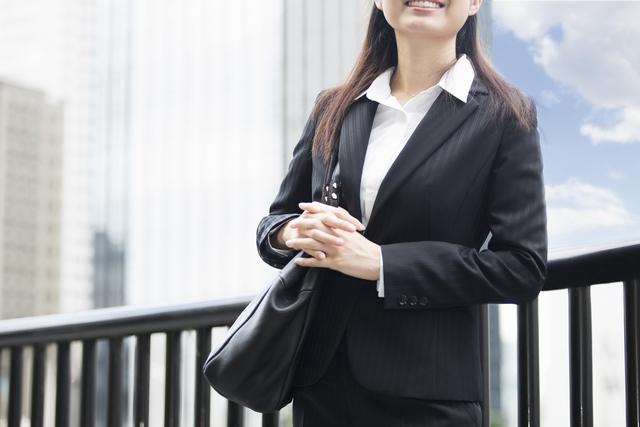 転職面接に臨む30代女性