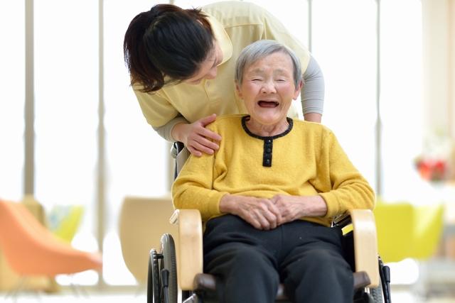 介護職と利用者 イメージ