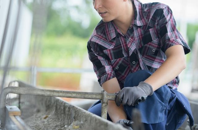 建築の派遣・バイトに挑戦する40代女性
