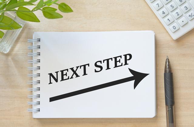 NEXT STEPの文字とメモ帳