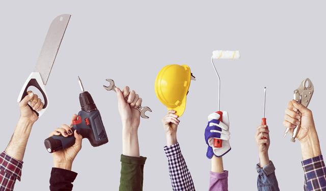 建設業界で働く人の手