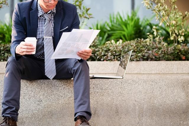 人事への転職について考える40代男性