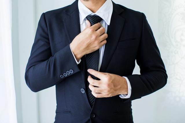 人事転職への面接に臨む40代男性