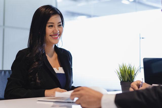 キャリアコンサルタントとして働く女性