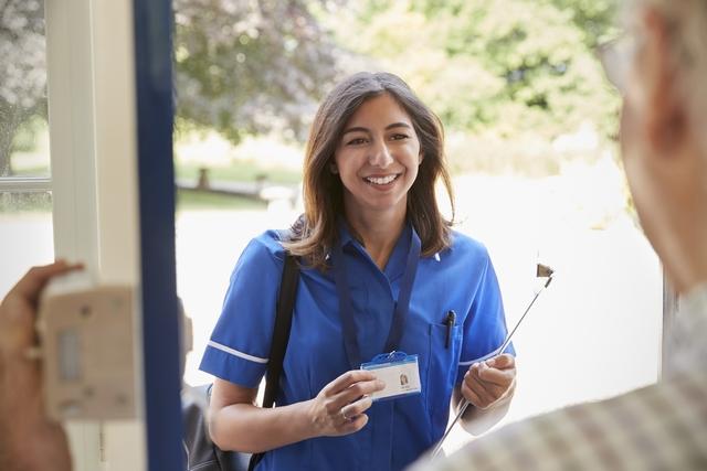 介護福祉士資格を持つ女性 イメージ