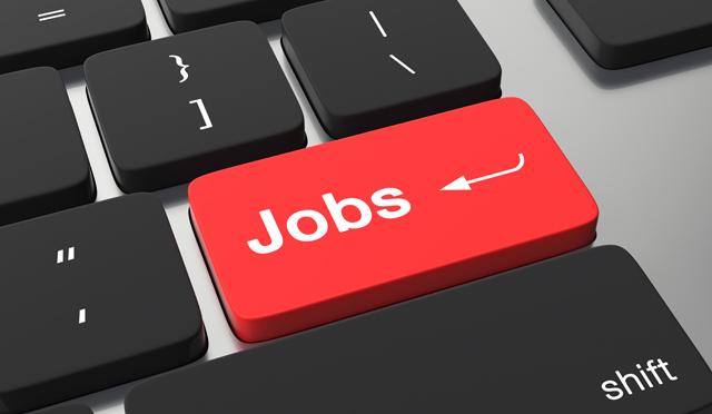 仕事を探す人のパソコン