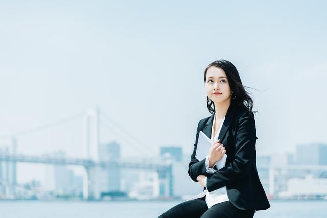 30代の転職・求人探しに悩む女性
