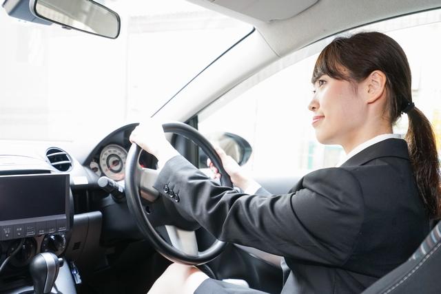 ルート営業で運転経験のある女性