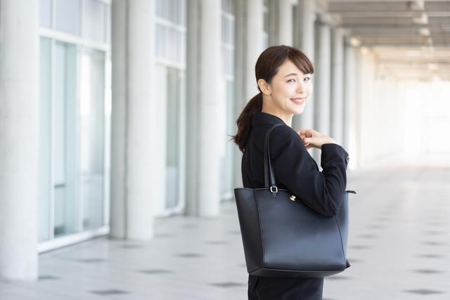コツをおさえた就職活動をする中高年女性