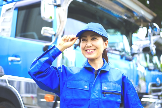 キャリアを描く大型ドライバーの女性