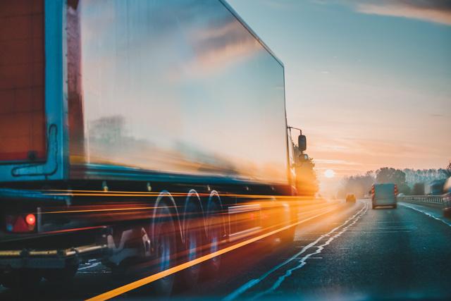 大型トラックドライバーへの転職がおすすめの理由