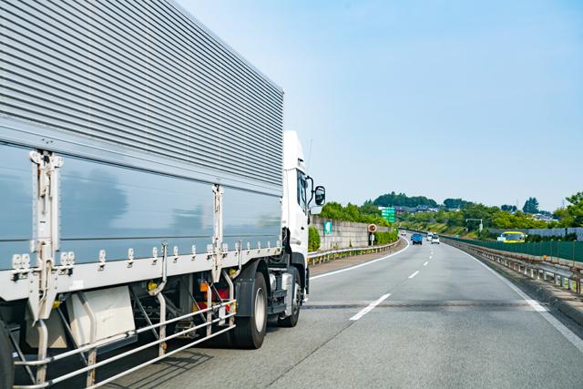 大型トラックドライバーの求人をチェック