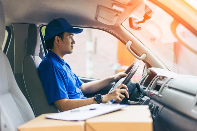 大型トラックドライバーで働く人