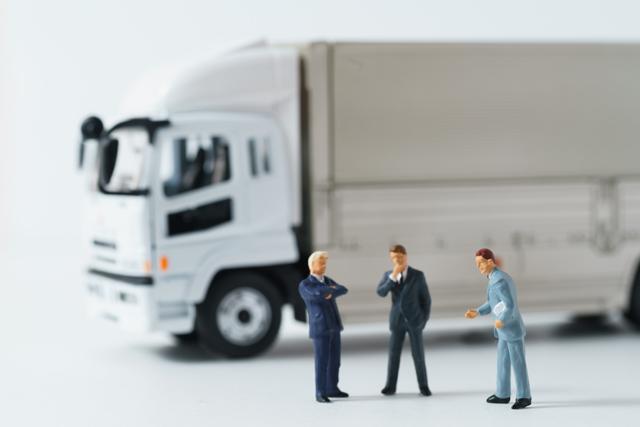 大型トラックドライバーに役立つ資格を検討する人