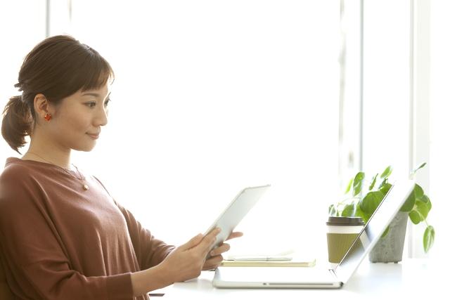 就職・転職先を探す30代女性