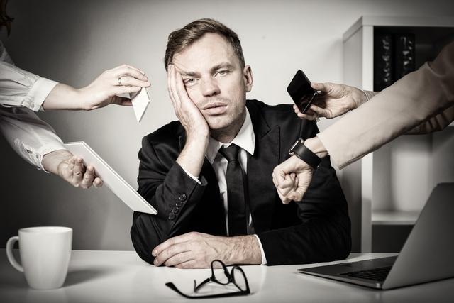 転職活動にうんざりする求職者 イメージ