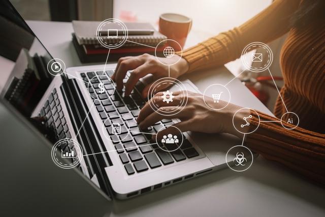 企業PR・求人内容を改善する担当者