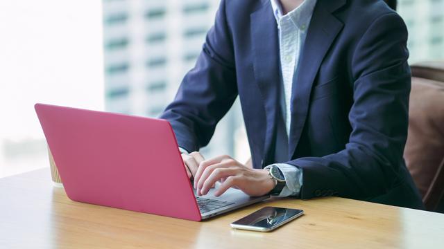 パソコンでサイトを探す第二新卒